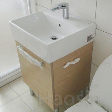 TOTO-710臉盆浴櫃組50cm側紙孔